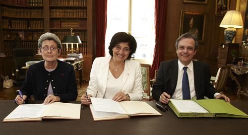 Signature de la convention de partenariat avec le Barreau de Paris et l'Ecole de Formation des Barreaux
