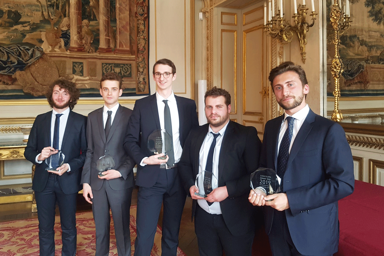 L'équipe de l'université Paris 2 Panthéon-Assas, lauréate du Concours Georges Vedel 2019