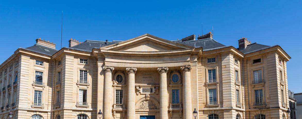 Façade de l'entrée de l'université Paris 2 Panthéon-Assas