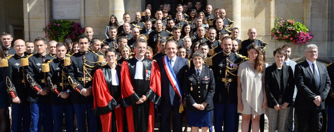 Photo de groupe de la remise des diplômes du Master 2 droit et stratégies de la sécurité