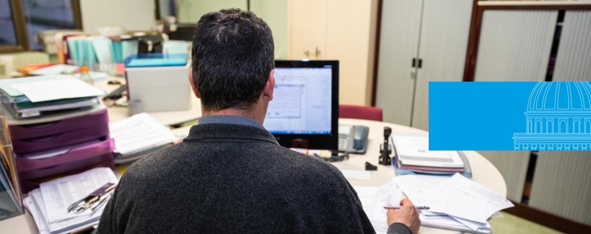 Visuel d'un agent à son poste de travail pour illustrer la rubrique recrutement sans concours