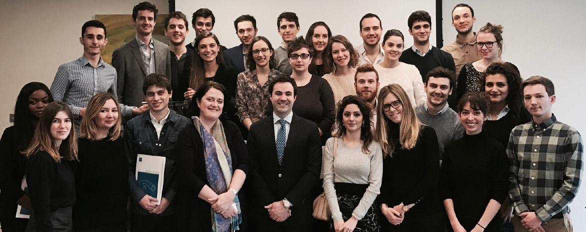 Photo du gropue d'étudiants du Master 2 Droit du Multimédia et de l'Informatique de l'Université Paris 2 Panthéon-Assas