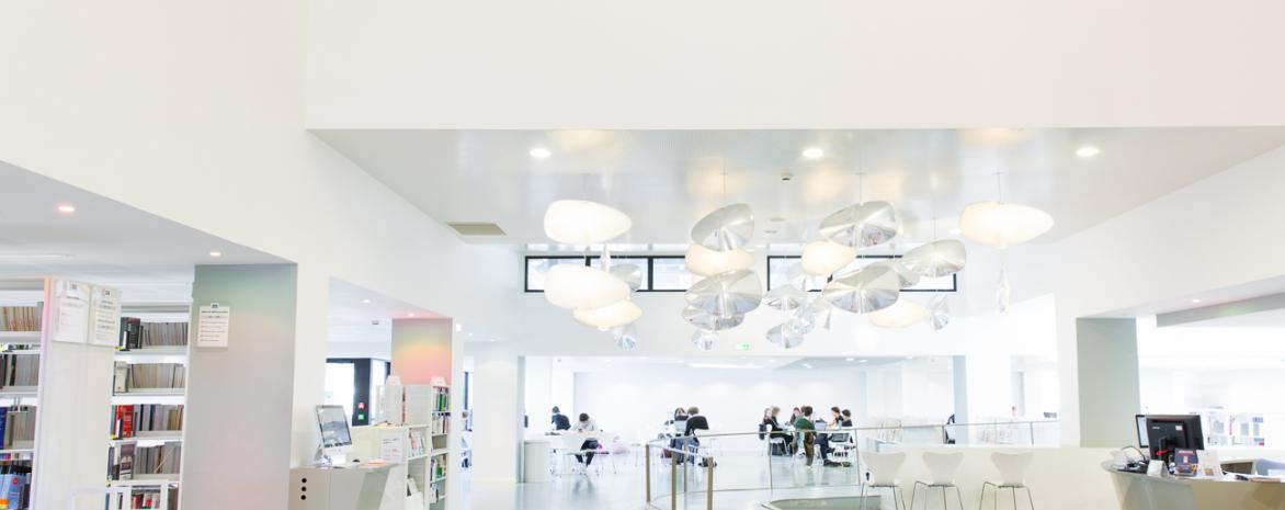 salle de lecture de la bibliothèque d'Assas