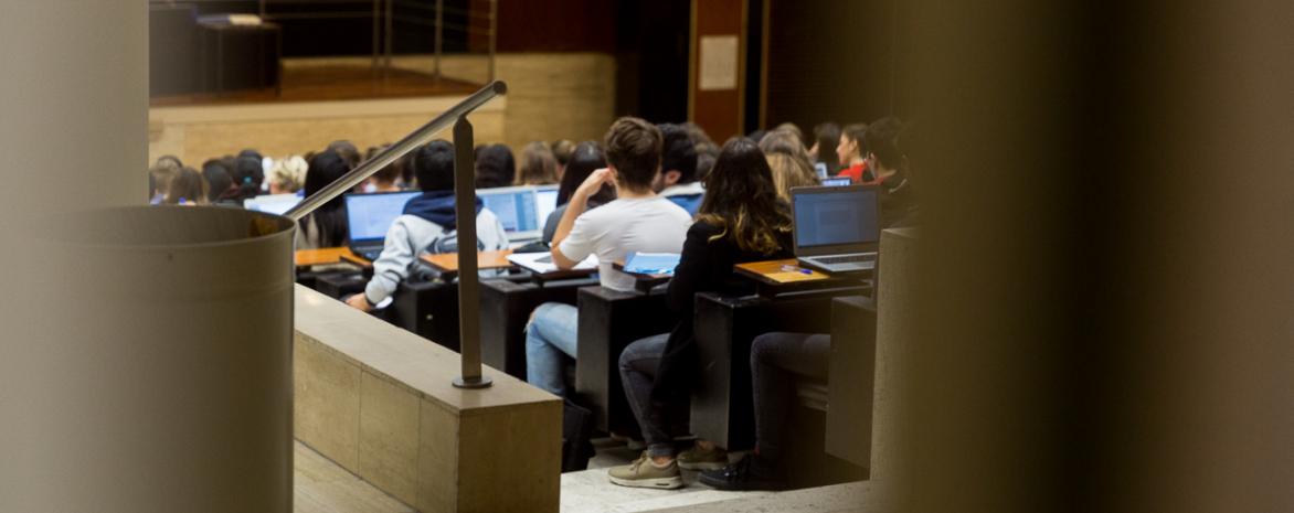 Photo de cours en amphi au centre Assas