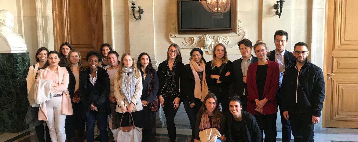 Etudiants relevant du programme de l'égalité des chances en visite à la Cour de cassation