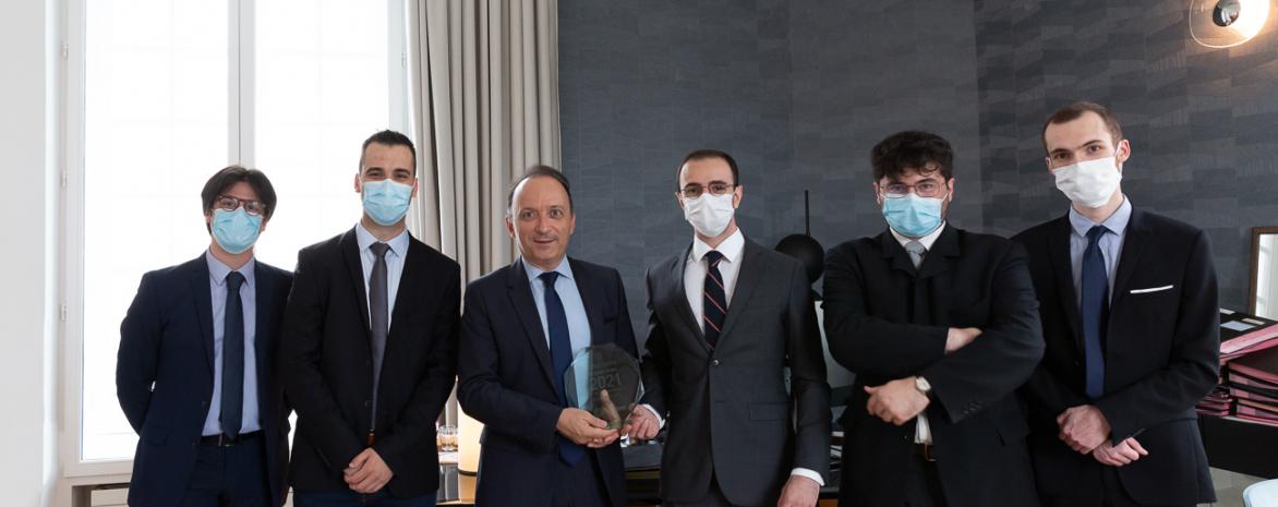 Les lauréats du concours Georges Vedel 2021 et le président de l'université Paris 2