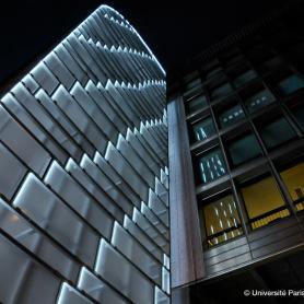 Façade du centre Assas, vu de nuit