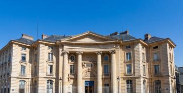 Façade de l'université Paris 2 Panthéon-Assas