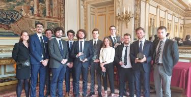 L'équipe de l'université Paris 2 Panthéon-Assas et les étudiants du M2
