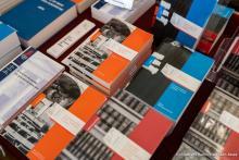 Stand de livres des EPA lors d'un salon du livre