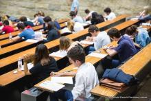 Photo d'examen en amphi à Assas