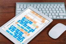 Photo calendrier universitaire avec clavier et souris d